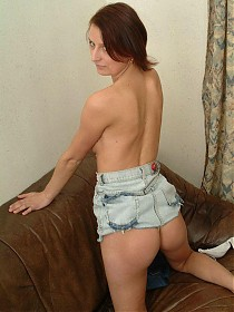 Skinny babe Renata gets naughty and gives her natural hairy pussy a sexy rubbing live